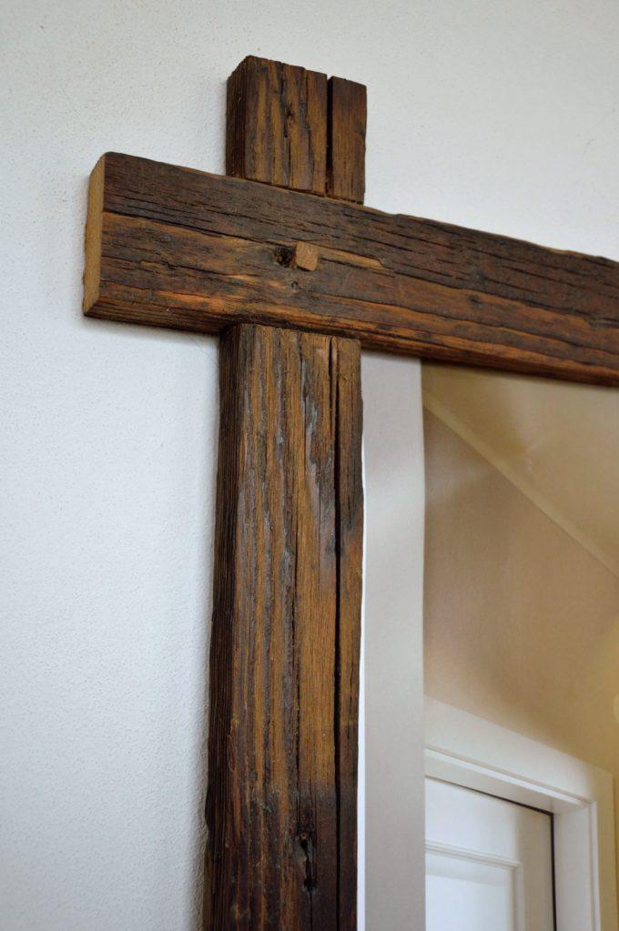 Detailansicht eines Alholz Bilderrahmens, linke Seite oben