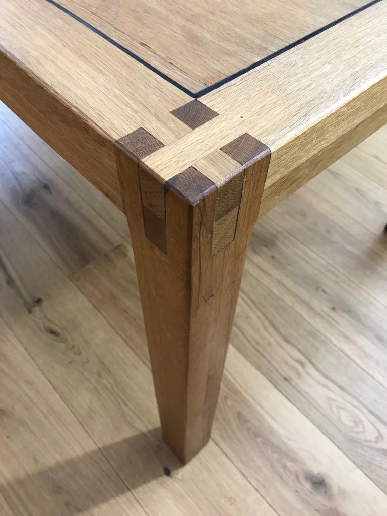 Eichenholz Tisch auf Holzboden in Telfs in Tirol mit Tischlerei Innsbruck Land