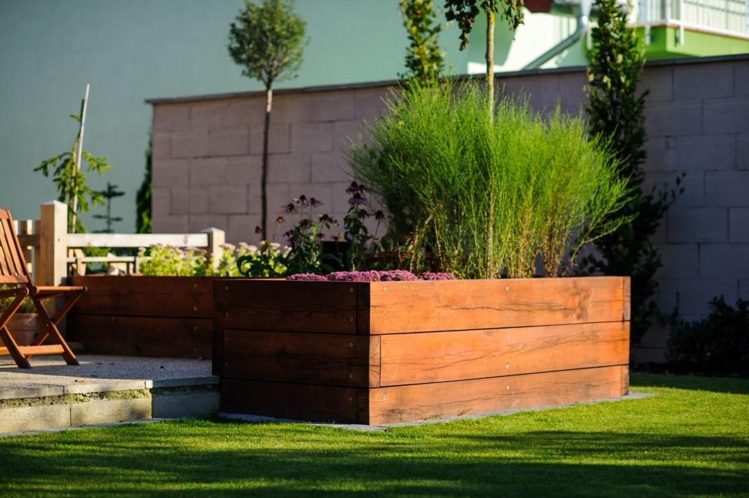 Gartengestaltung in Telfs bei Innsbruck Land durch die Zimmerei Wilmont GmbH