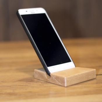 Smartphoneständer mit Iphone auf Tisch