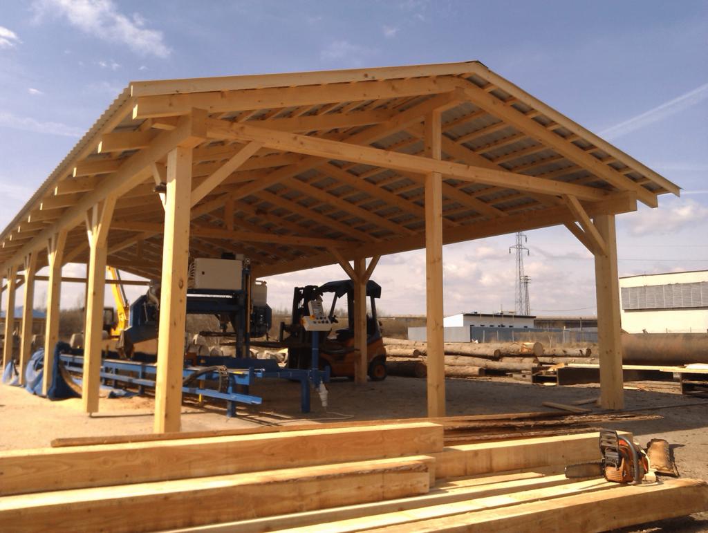 Holzbau in Tirol von Holzhütte als Lagerhalle