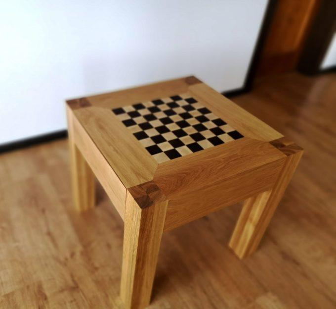 Schach-Tisch in einem Raum