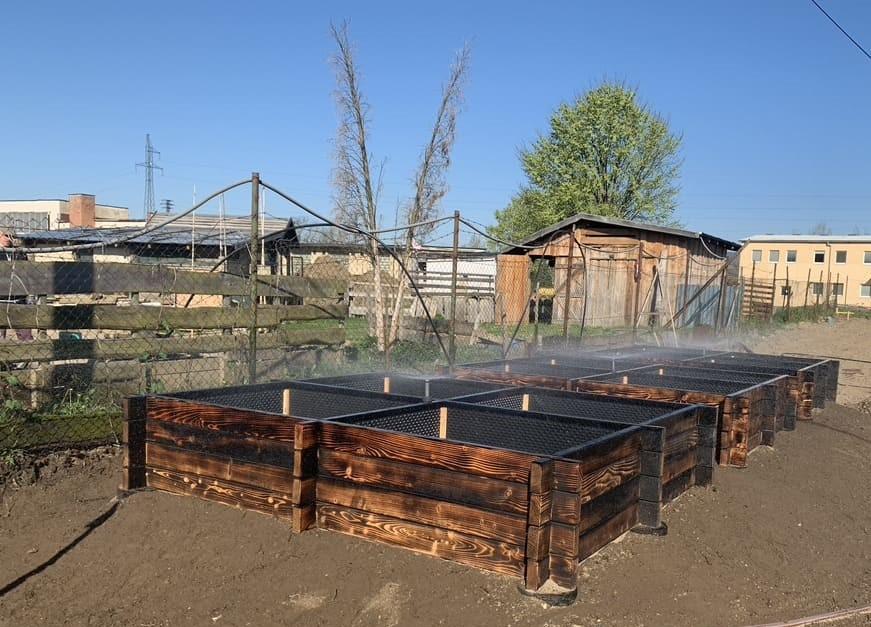 Hochbeete mit Bewässerungsanlage für die Gartengestaltung in Tirol