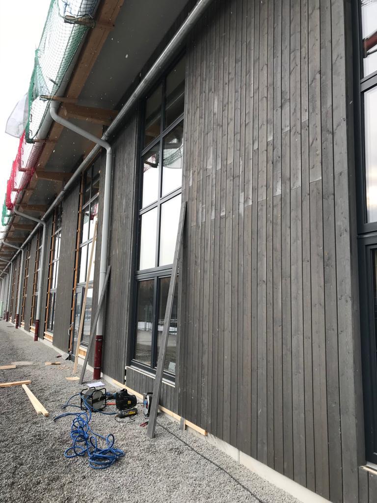 Montage einer Fassade in Tirol