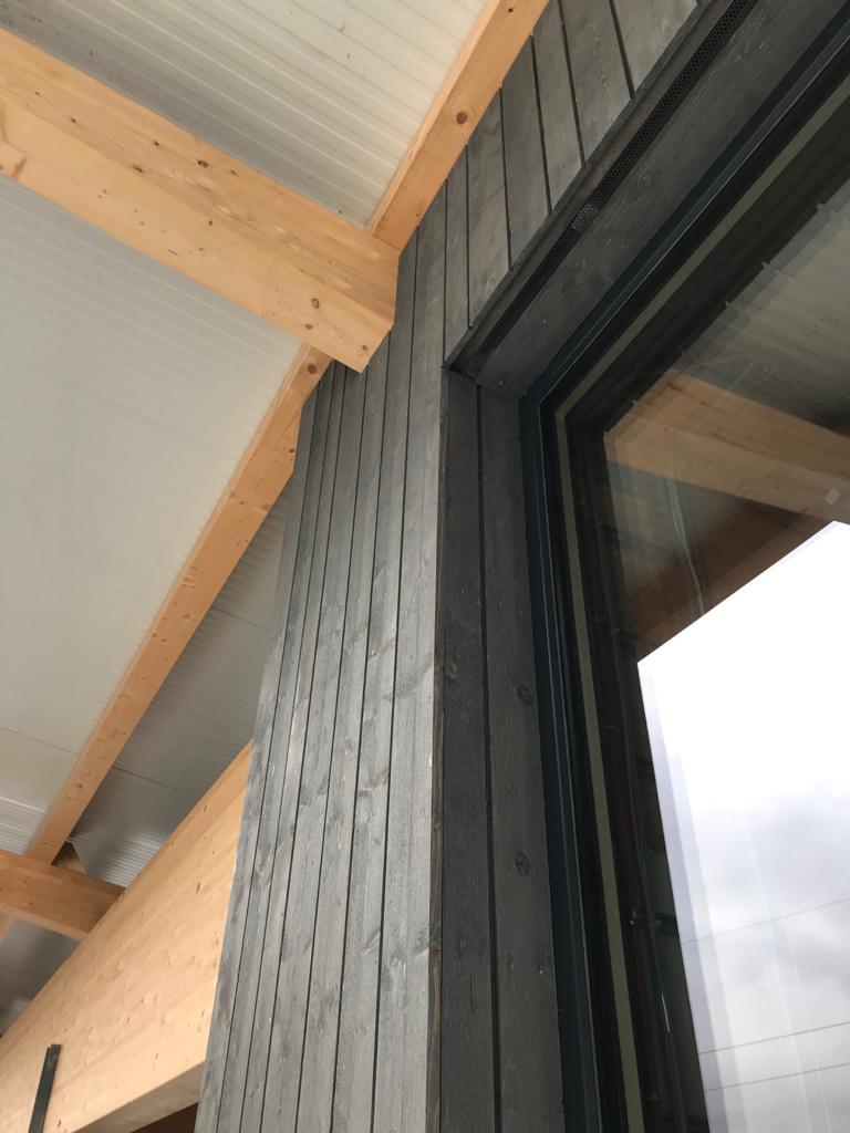 Montage von Hausfassade in Tirol